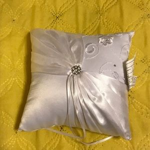 Lillian Rose Ring Bearer Pillow. Gorgeous.